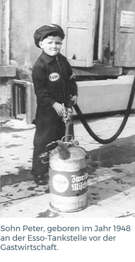 Peter Reinhardt as filling station attendant, ca. 1953